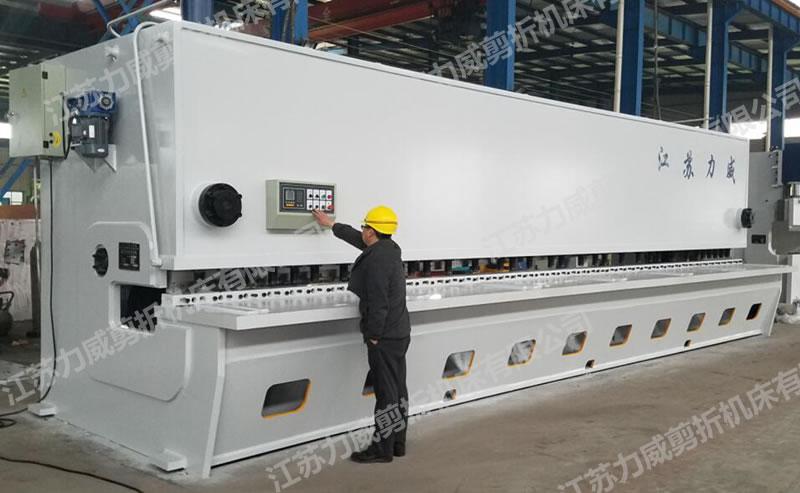 QC11K-20x9000闸式大型剪板机