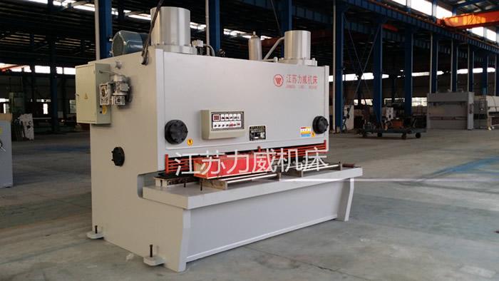 QC11Y-30x2500闸式剪板机